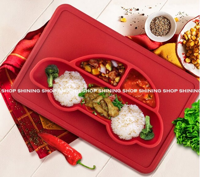 兒童餐盤 防滑一體式分隔餐盤 兒童安全食品級矽膠方形汽車餐墊正面圖