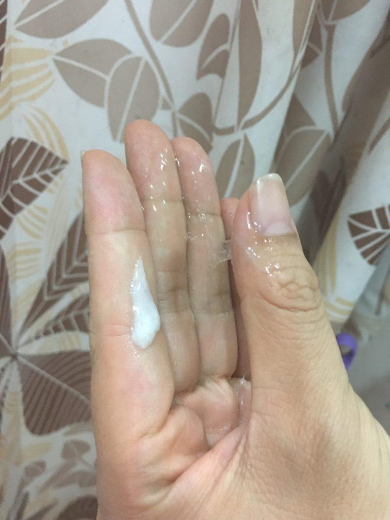 白色為使用後的凝膠,透明的是一開始的凝膠狀態,比較圖
