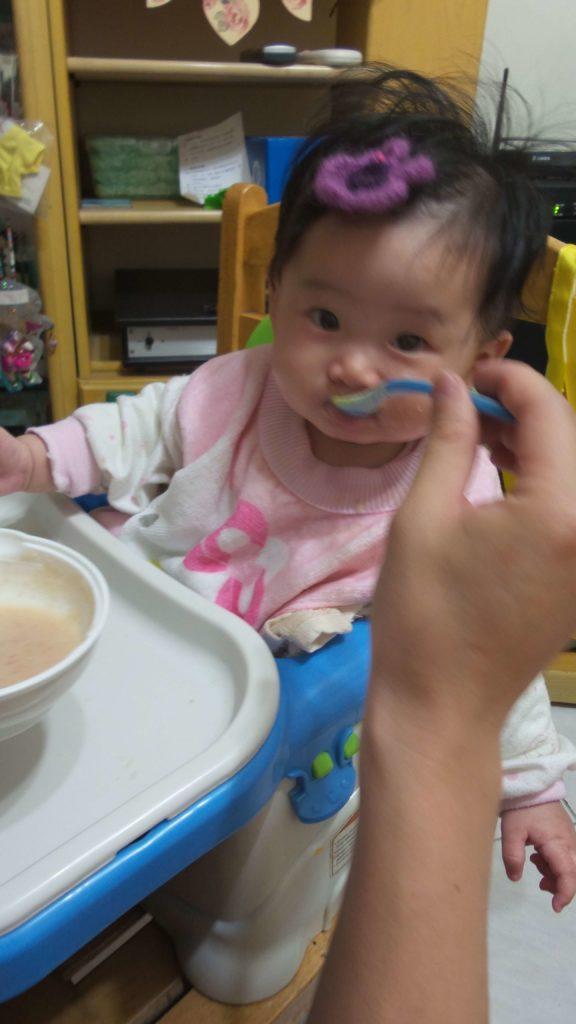 第一次吃米精的孩子
