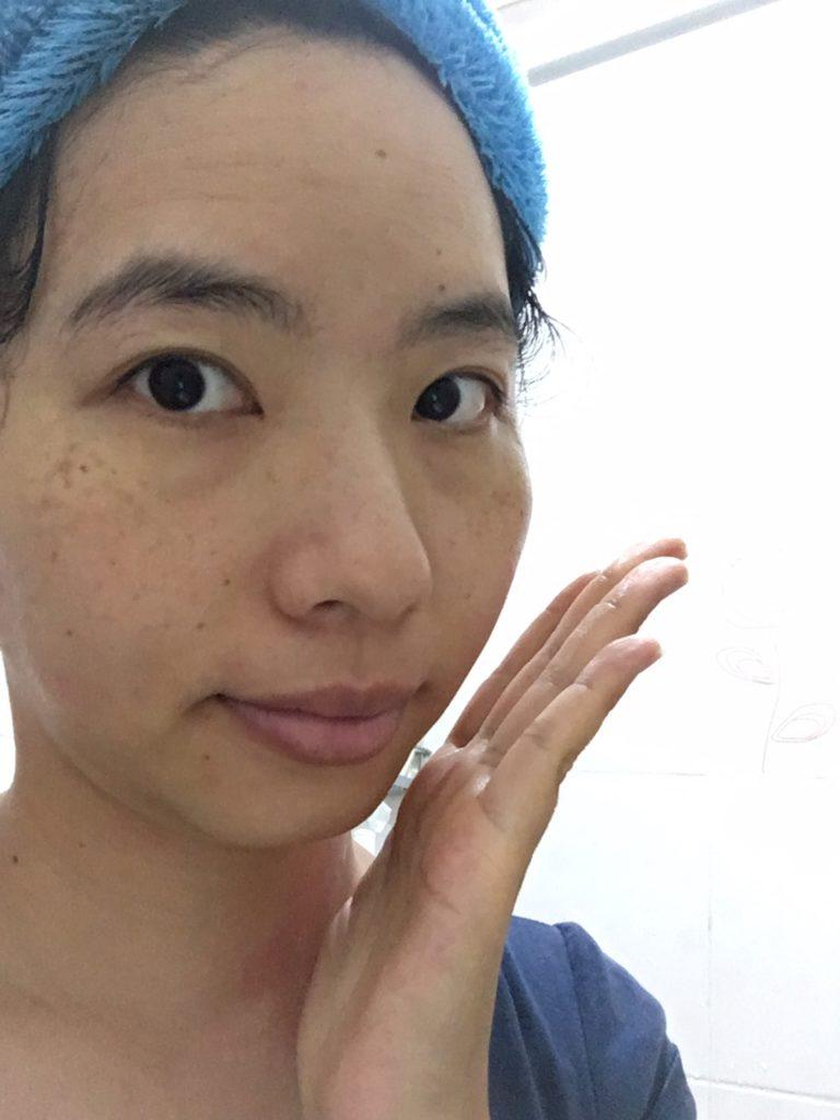 頭髮容易碰到兩側臉頰,長痘機率高。一定要記得擦拭