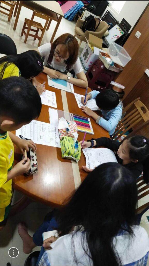 我們不安親小學生的共學英文課